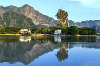 Myanmar (formerly Burma). Kayin State (Karen State). Hpa An. Kyauk Kalap or Kyaik Ka Lat monastery.