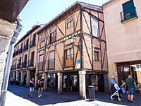 Arquitectura popular en la Calle Mayor. Alcalá de Henares. Madrid. España.