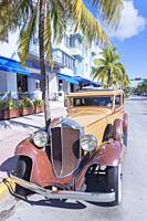 Vintage car on Ocean Drive, South Beach, Miami, Florida, USA.