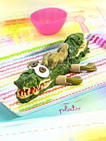 el cocodrilo de tarzan-verduras con salchichas de tofu y mayonesa.
