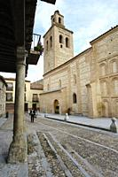 Plaza de la Vila de Arévalo, formerly, was the neuralgic center of the village, recently restored, retains in all its beauty the quiet of a Castilian ...