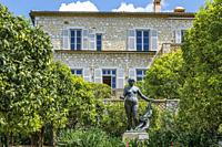 France, Alpes Maritimes, Cagnes sur Mer, Domaine des Collettes, Renoir museum, sculpture Venus Victrix in front of the house sculpted by Richard Guino...