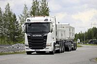 Turku, Finland. August 23, 2019. White Next Generation Scania R650 truck pulls gravel trailer on road test. Scania in Finland 70 years tour. Credit: T...