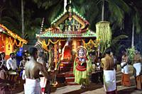 India, Kerala, Kannur region, Ganesh Kavu, Performance of Pottan Theyyam.