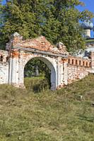 Assumption church, gate, Bolshie Vsegodichi, Vladimir region, Russia.
