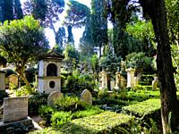 Tombs in the famous Non-Catholic Cemetery, Piramide Cestia Area, Rome, Lazio, Italy. This is the final resting-place of poets, painters, sculptors and...