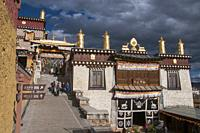 Ganden Sumtsenling Monastery, also known as Sungtseling or Songzanlin, is a Tibetan Buddhist monastery outside Zhongdian in Yunnan province, China. Bu...