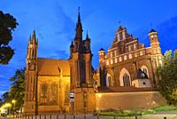 eglises Sainte-Anne et Saint-Francois-d'Assise, Vilnius, Lituanie, Europe/the Saint Anne's Church and the Church of St. Francis and St. Bernard, Vilni...