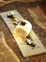 Bizcocho de almendra con crema de praline / Almond sponge cake with praline cream