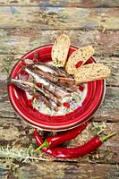Presentation of a dish based on spicy chili anchovies.