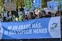 Madrid, Spain, 27th September 2019. View of people against the climate exchange in Paseo del Prado, Madrid city, Spain