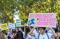 Madrid, Spain, 27th September 2019. View of people with placards protesting against climate change in Paseo del Prado, Madrid city, Spain