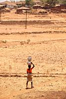 Tribal woman balancing water pots on head, Nandgaon, Atgaon, Maharashtra, India, Asia