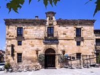 Palacio. Santo Domingo de Silos. Burgos. Castilla León. España.
