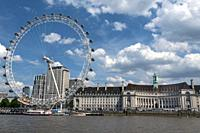 London Eye observation wheel, London, England.