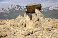 dolmen Chabola de la Hechicera, neolitíco, Elvillar, Alava, País Vasco, Spain.