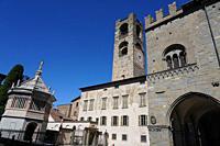 Cathedral Baptistery, Campanone and Palazzo della Ragione, Bergamo, Lombardia, Italy, Europe.
