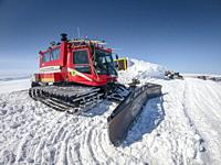 Snowcat with a plow, Grimsvotn Hut, Vatnajokull, Iceland.
