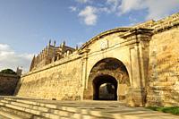 puerta del Tren, Portella moderna, integrada dentro del último recinto renacentista fortificado de Palma de Mallorca, que data de 1785, palma, mallorc...