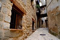 Alley with a rustic passage in Valderrobres, Matarraña, Teruel, Aragon, Spain