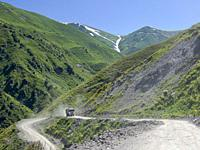 Mountain road from Kazarman to mountain pass Urum Basch Ashuusu in the Tien Shan mountains or heavenly mountains in Kirghizia. Asia, central Asia, Kyr...