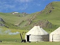 Yurts at lake Song Kol (Son Kul, Songkoel, Song-Koel). Tien Shan mountains or heavenly mountains in Kirghizia. Asia, central Asia, Kyrgyzstan.