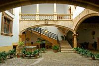 Patio de Can Oleza (Monumento historico-artistico)(s. XVII). Centro historico. Palma. Mallorca. Baleares. España.