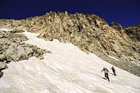 Ascenso al pico Néouvielle, 3091 metros, Parque Natural de Neouvielle, Pirineo francés, Bigorre, Francia.