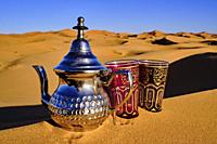 Morocco, Tafilalet region, Merzouga desert, erg Chebbi dunes, making tea in the desert.