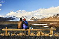 Tourist couple looking at Skaftafellsjokull. This is a glacier tongue spurting off from Iceland's largest ice cap, Vatnajokull (region of Austurland, ...