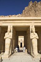 Statues of Queen Hatshepsut, Hatshepsut Mortuary Temple (Deir el-Bahri), UNESCO World Heritage Site, Luxor, Egypt