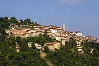Pilgrimage village of Santa Maria del Monte on Sacro Monte di Varese, UNESCO World Cultural Heritage Site, Santa Maria del Monte, Varese, Lombardy, It...