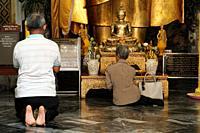 Prayers at Wat Pho. Bangkok. Thailand.