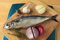 Mackerel, fish, onions, garlic, thymus,.