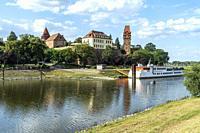 Burg Tangermünde an Tanger und Elbe in Tangermünde, Sachsen-Anhalt, Deutschland | Tangermünde Castle on Elbe and Tanger river in Tangermuende, Saxony-...