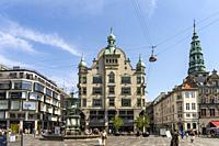 Jugendstil-Gebäude Højbrohus und Storchenbrunnen auf dem zentralen Platz Amagertorv in Kopenhagen, Dänemark, Europa | Art Nouveau-style building Højbr...