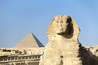 The great Sphinx with the pyramid of Menkaure in the background, Giza, Cairo, Egypt.