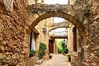 arch of the old town of medieval village of Pals, Girona province, Catalonia, Spain.