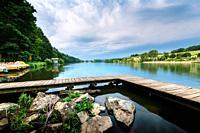 Promenade, sentiers, activités au Lac des Sapins, Cublize.