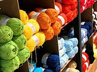 Multicolor balls of yarn.