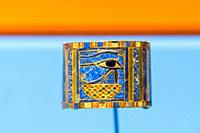 Egypt, Cairo, Egyptian Museum, jewellery found in the royal necropolis of Tanis, burial of king Chechonq II : Bracelet showing an Udjat eye on a baske...