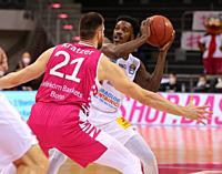 Bonn, Germany, 14.02.2021, Telekom Dome, Basketball Bundesliga, Telekom Baskets Bonn vs Syntainics MBC Weissenfels: Leon Kratzer (Bonn) und Shavon Col...
