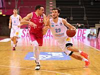 Bonn, Germany, 14.02.2021, Telekom Dome, Basketball Bundesliga, Telekom Baskets Bonn vs Syntainics MBC Weissenfels: Anthony DiLeo (Bonn) und Michael M...