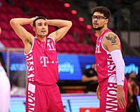 Bonn, Germany, 14.02.2021, Telekom Dome, Basketball Bundesliga, Telekom Baskets Bonn vs Syntainics MBC Weissenfels: Anthony DiLeo (Bonn) und Isaiah Ph...