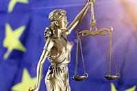 Symbol image: Justitia in front of a Europe flag.