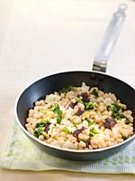 ganxet beans with vegetables and sausage.