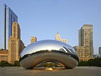 The sculpture Cloud Gate, also known as the Bean, at Millenium Park, Chicago, Illinois, United States.
