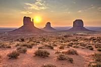 Sunrise over the Monument Valley from the Artist's point, Arizona, United States.