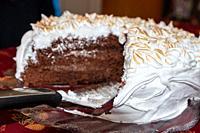 Preparation of chocolat pie with caramelized meringue.