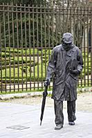Sculpture of the Valladolid writer Miguel Delibes made by the sculptor Fernando Cuadrado, installed next to one of the gates of the Campo Grande de Va...